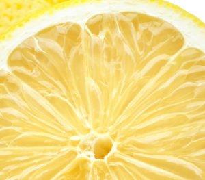 Mit Zitronensäure kannst Du den Wassertank der Munddusche leicht entkalken.
