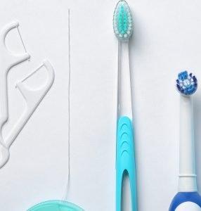 Um Zahnstein vorzubeugen, solltest Du auf eine gründliche Mundpflege achten.