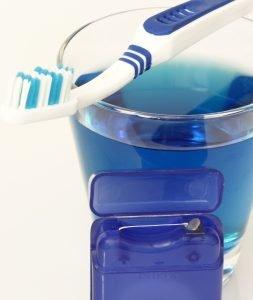 Die Preise für Mundspülungen sind meist niedrig. Für spezielle Produkte musst Du etwas mehr Geld hinlegen.