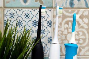 Die Bürstenköpfe einer Schallzahnbürste sind sehr schonend zu Deinem Zahnfleisch.